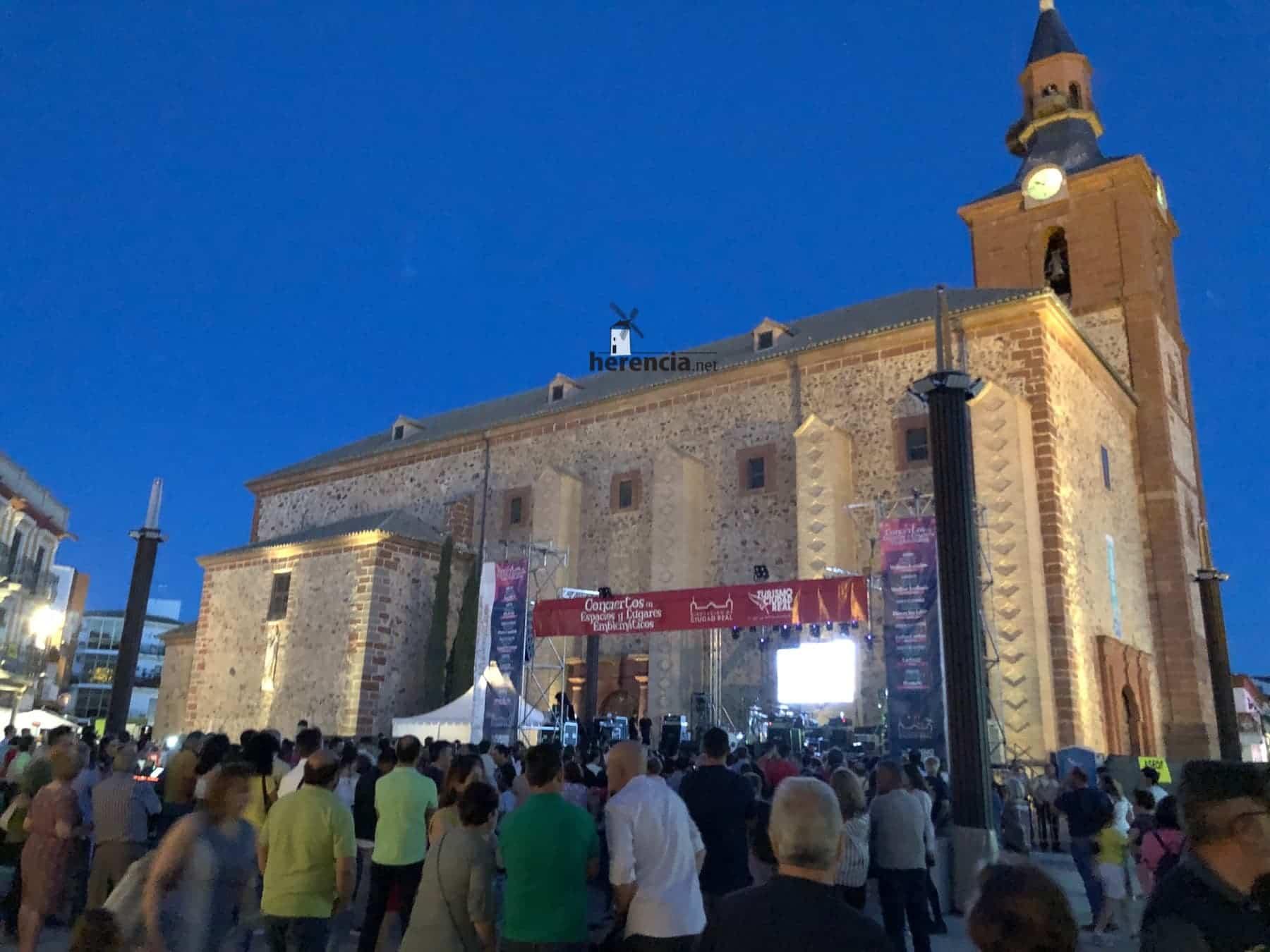 DVICIO llena una renovada Plaza de España en Herencia 60