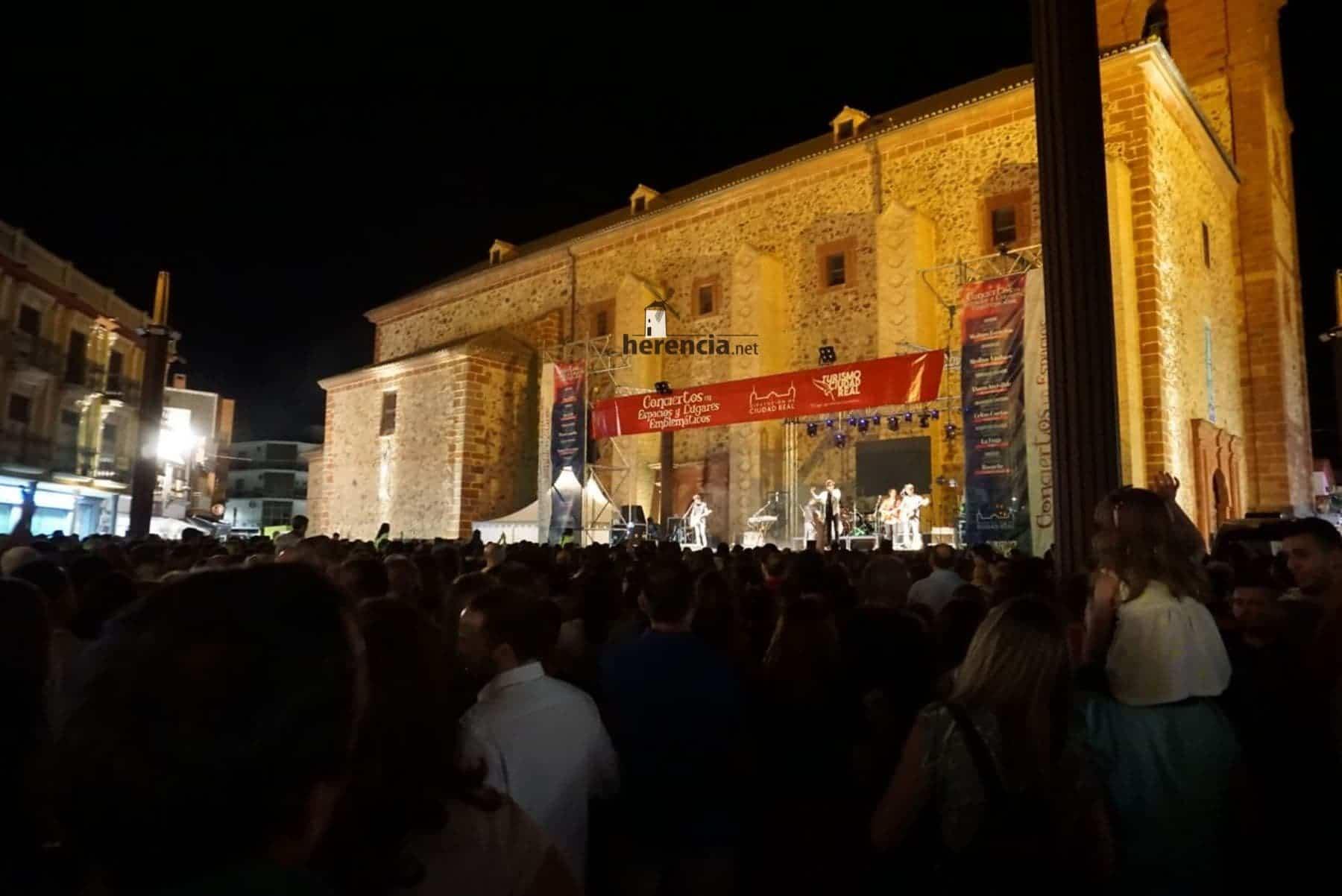 DVICIO llena una renovada Plaza de España en Herencia 44