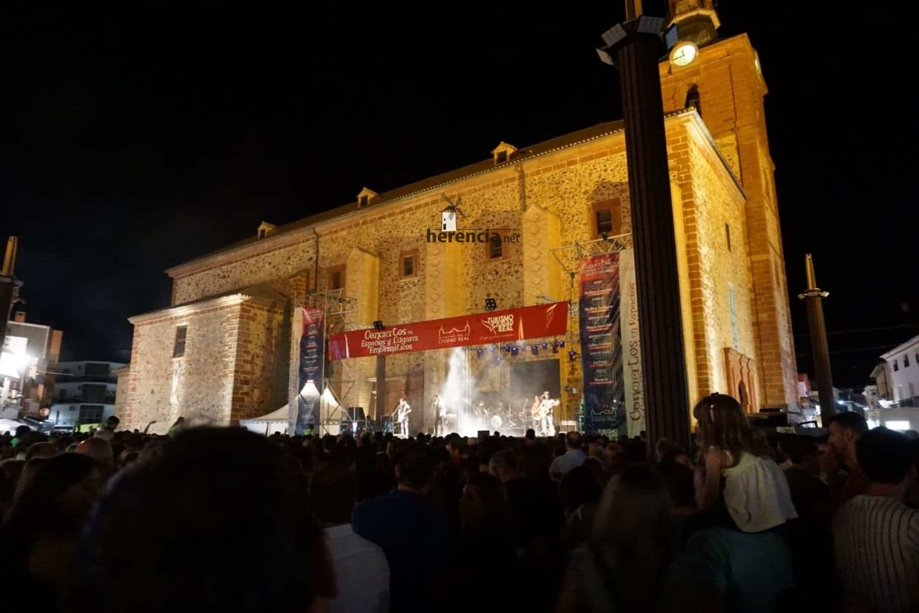 DVICIO llena una renovada Plaza de España en Herencia 49