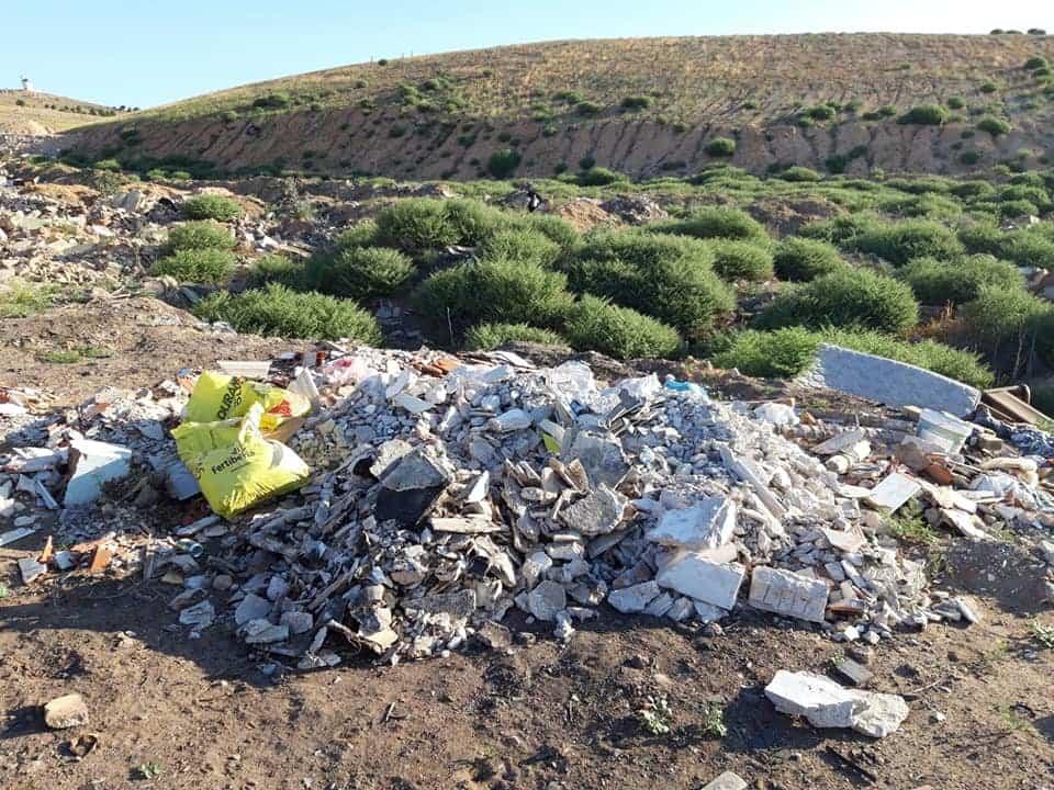 escombros en Herencia - 5 de junio. Día Mundial del Medioambiente