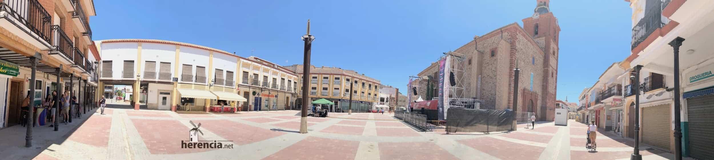 renovada plaza espana herencia concierto dvicio - DVICIO llena una renovada Plaza de España en Herencia