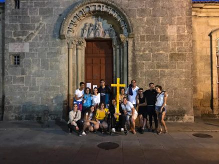 Parroquia de Herencia Camino de Santiago 437x328 - 32 jóvenes de la parroquia de Herencia realizan el Camino de Santiago