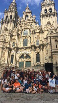 Parroquia de Herencia Camino de Santiago4 203x360 - 32 jóvenes de la parroquia de Herencia realizan el Camino de Santiago