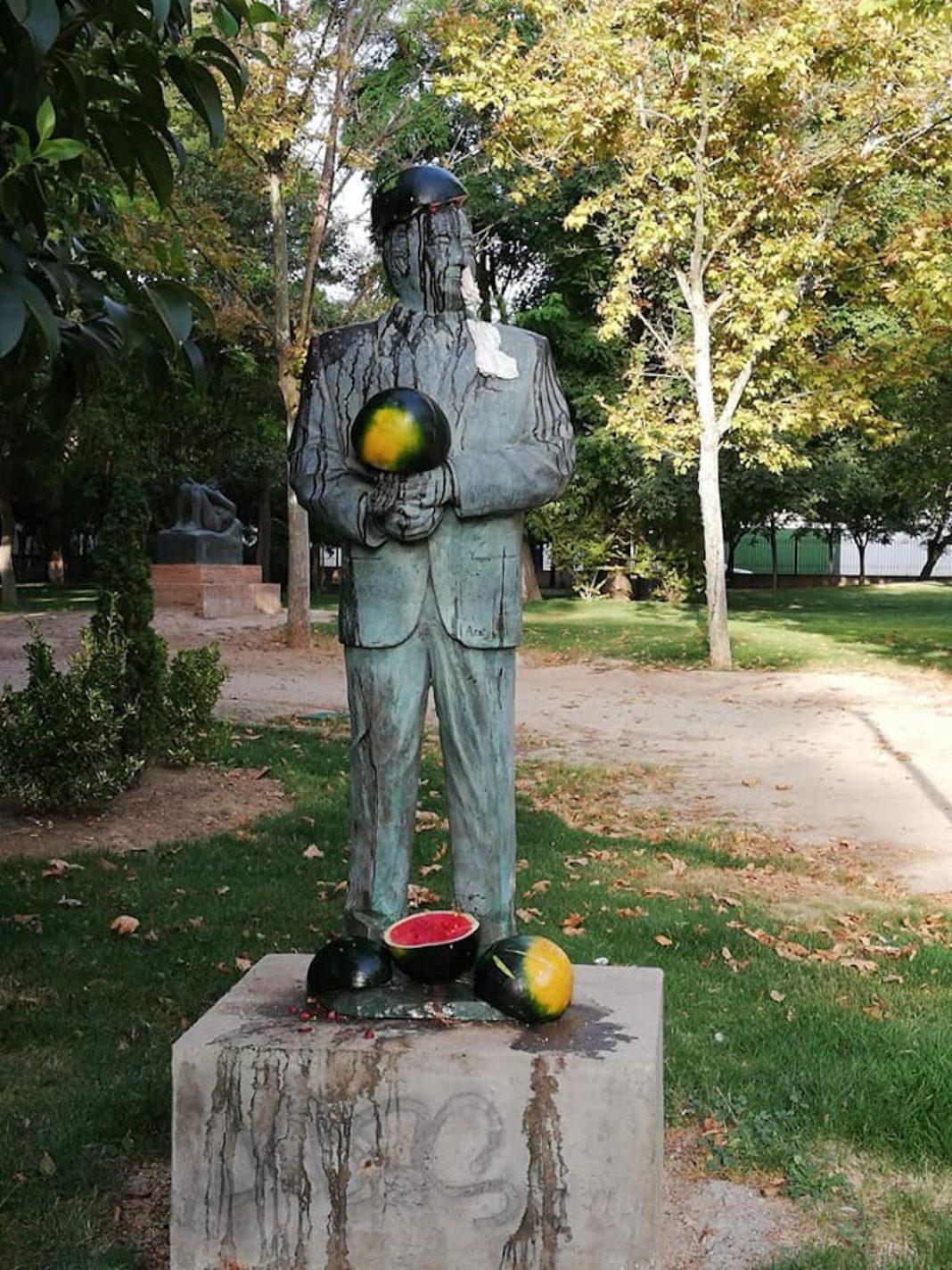 Vandalismo sobre la escultura de Agustín Úbeda en Herencia 1