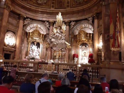 visita de la parroquia de Herencia a la bas%C3%ADlica del Pilar Zaragoza 437x328 - La parroquia de Herencia peregrina al santuario mariano de Lourdes