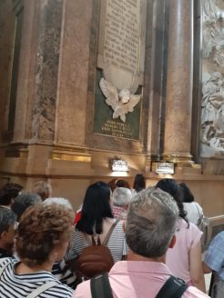visita de la parroquia de Herencia a la bas%C3%ADlica del Pilar Zaragoza1 246x328 - La parroquia de Herencia peregrina al santuario mariano de Lourdes