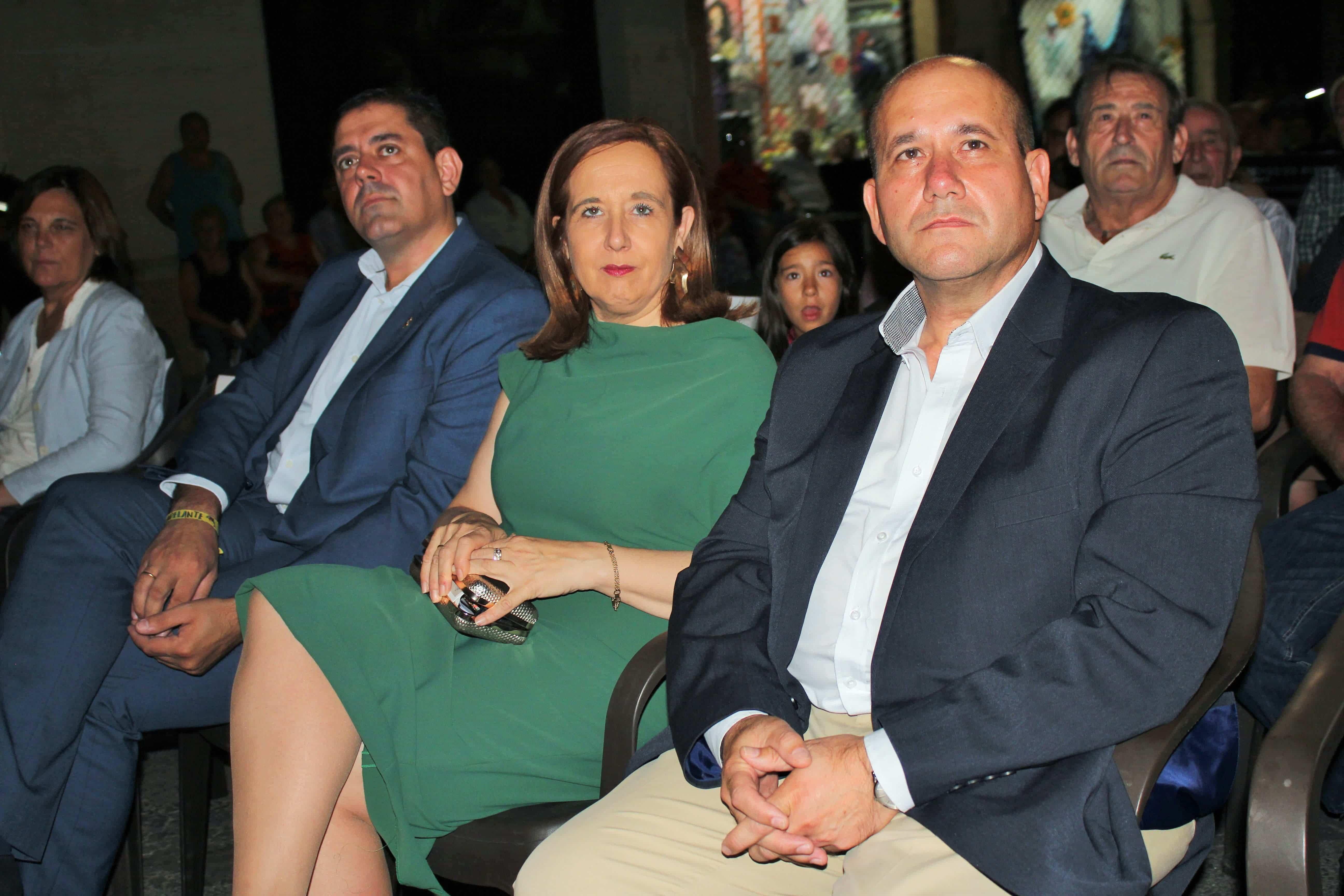 Bolanos Monroy y Famoso 1 - El senador herenciano presente en el homenaje a los hombres y mujeres que viajan cada día a Madrid