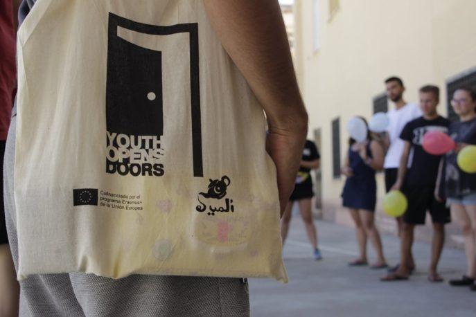 Youth Opens Doors Erasmus Herencia3 687x458 - Jóvenes europeos en Herencia abren puertas por la inclusión de refugiados