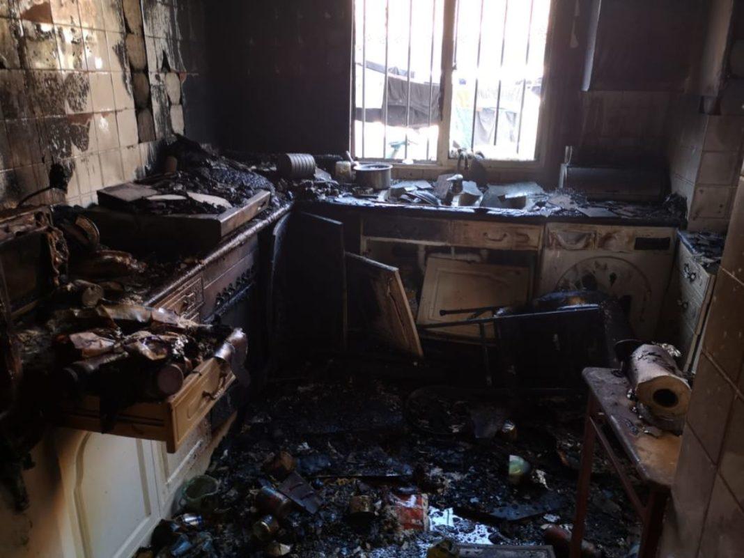 cocina afectada por el fuego en HErencia 1068x801 - Calcinada una cocina en Herencia por el incendio de una sartén