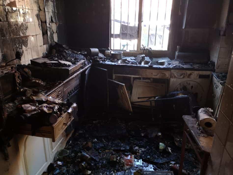 cocina afectada por el fuego en HErencia - Calcinada una cocina en Herencia por el incendio de una sartén