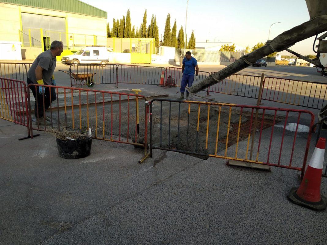reparaciones poligono industrial herencia 1068x801 - Actuación de reparación de firme en el Polígono Industrial de Herencia
