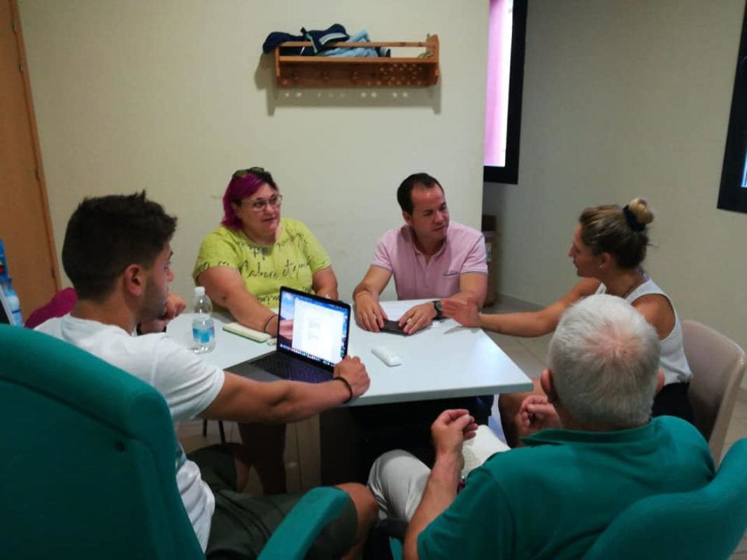 reunion escuela musica herencia 1068x801 - Celebrada reunión sobre la gestión de la Escuela Municipal de Música
