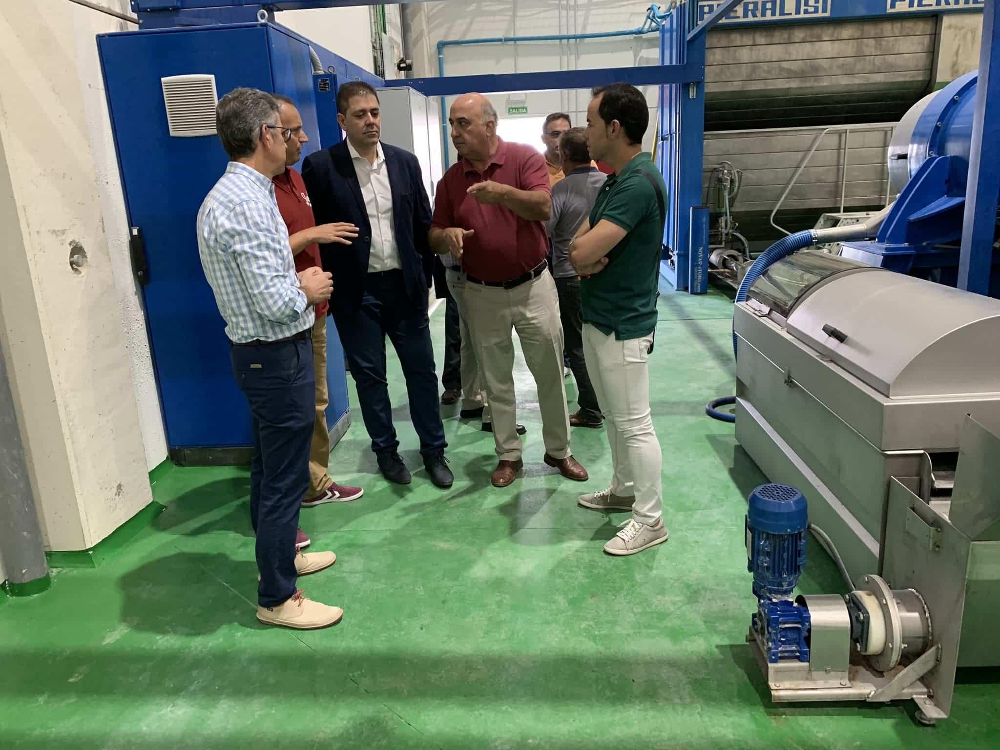 visita almazarera la encarnacion herencia 2 - Nuevas instalaciones de la Cooperativa Almazarera La Encarnación en Herencia
