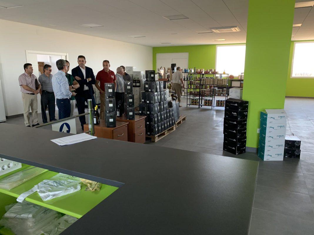 visita almazarera la encarnacion herencia 3 1068x801 - El Ayuntamiento intensificará la colaboración con el sector agroalimentario en Herencia