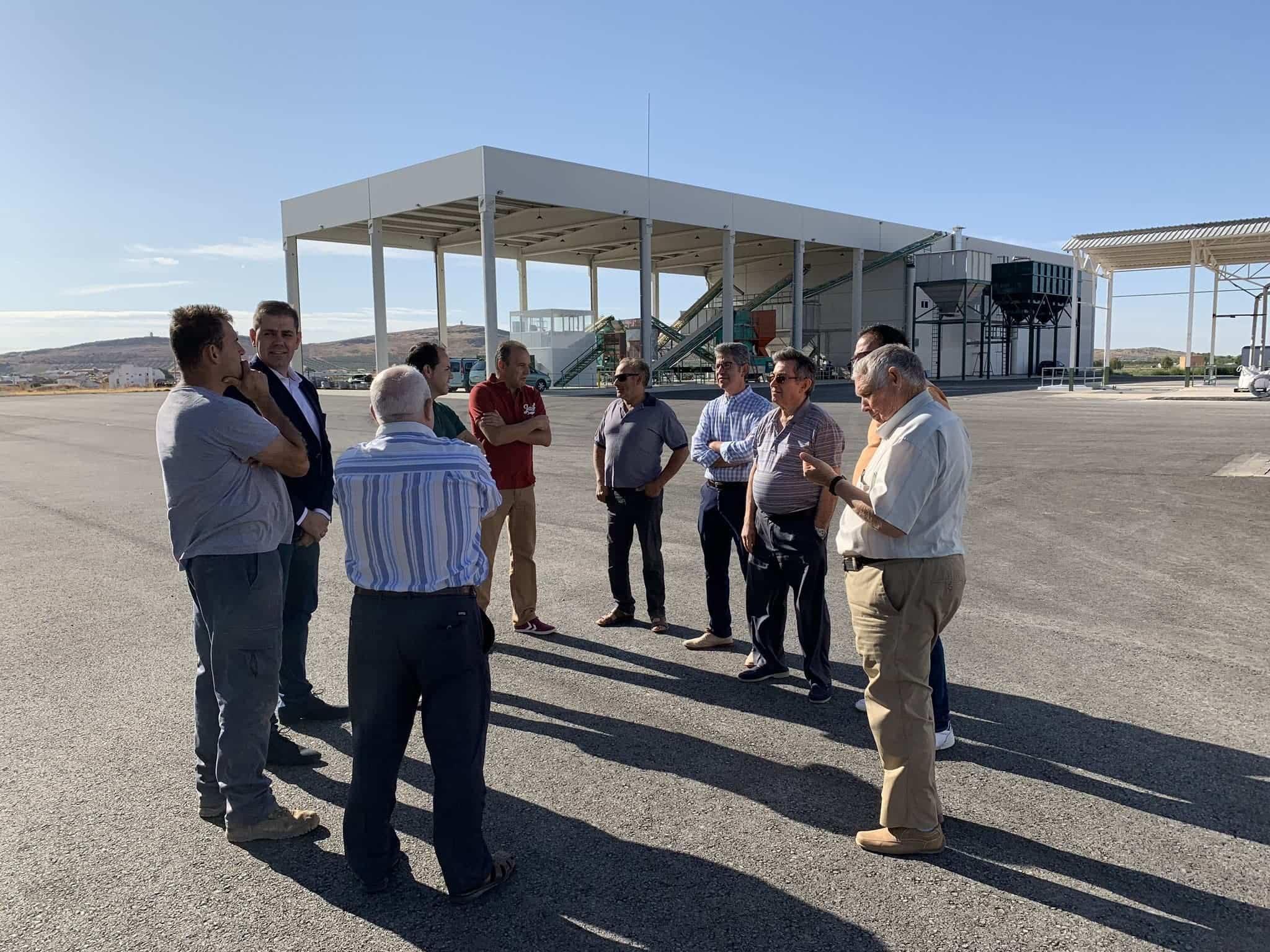 visita almazarera la encarnacion herencia 4 - Nuevas instalaciones de la Cooperativa Almazarera La Encarnación en Herencia