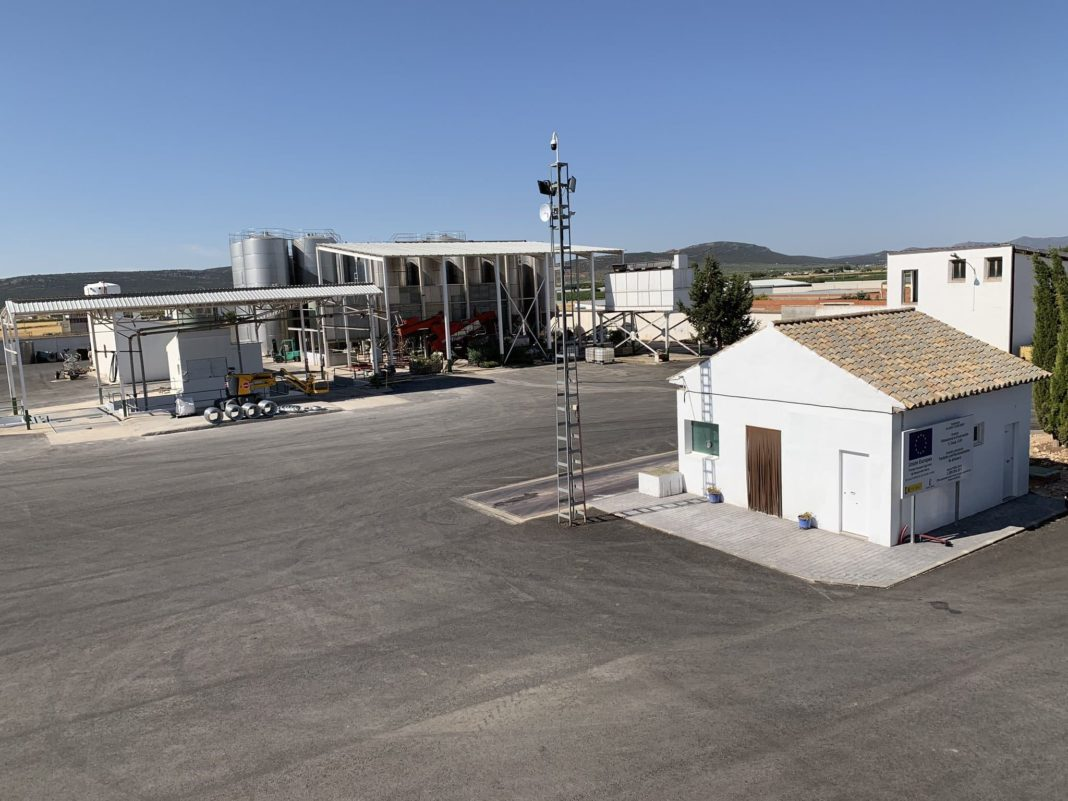 visita almazarera la encarnacion herencia 7 1068x801 - Nuevas instalaciones de la Cooperativa Almazarera La Encarnación en Herencia