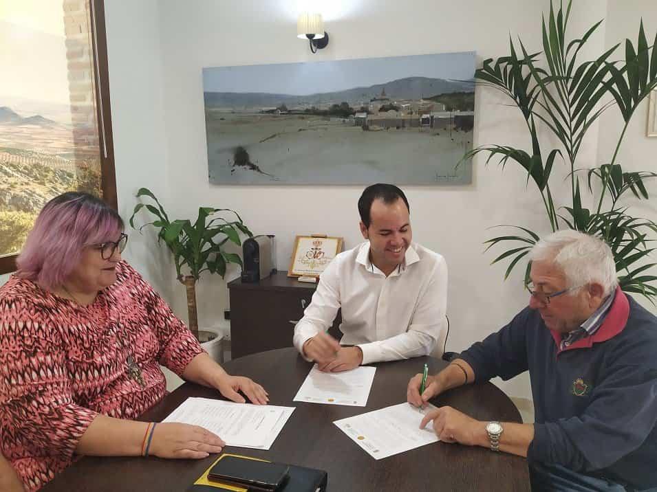 Firma convenio - La asociación cultural Gabriel Molina-Prados gestionará de nuevo la Escuela de Música