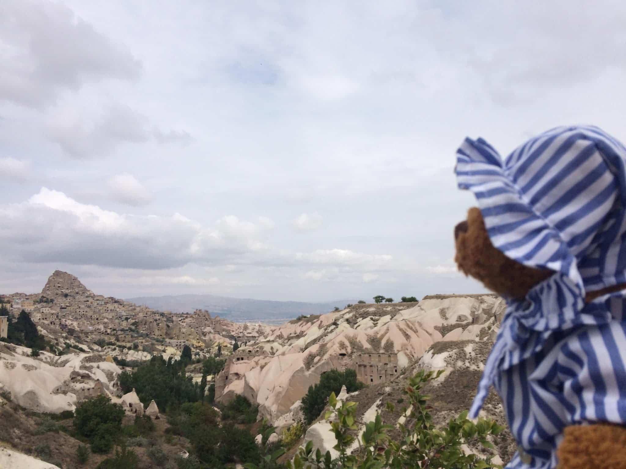 Osito en Capadocia Turquia - ¿Qué hacen 5 ositos de peluche vestidos de Perlé viajando por el mundo?