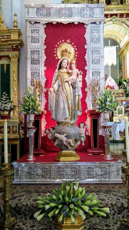 Virgen de las mercedes en devoto besapie - Besapié a la Virgen de las Mercedes
