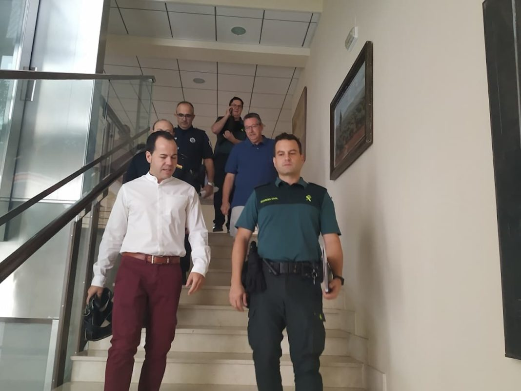 junta local de seguridad herencia escaleras 1068x801 - La Junta Local de Seguridad se coordina para la Feria y Fiestas de Herencia