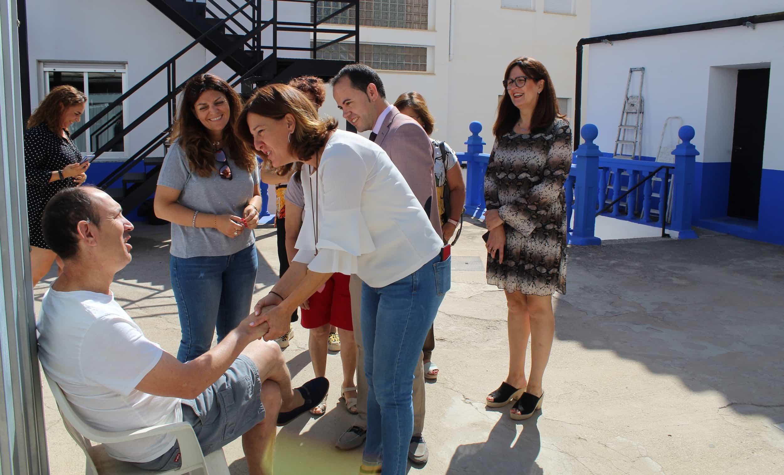 visita consejera igualda blanca a herencia 1 - La consejera de Igualdad y portavoz ha visitado Herencia (Ciudad Real)