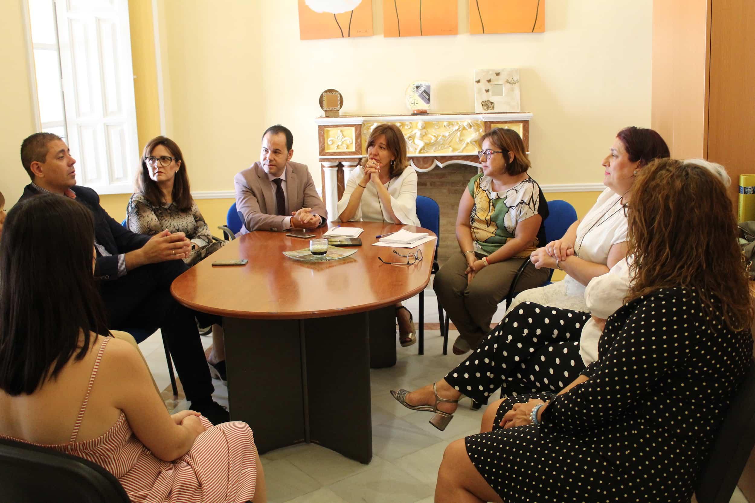 visita consejera igualda blanca a herencia 3 - La consejera de Igualdad y portavoz ha visitado Herencia (Ciudad Real)