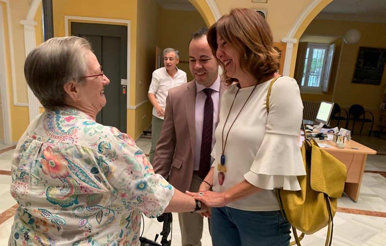 visita consejera igualda blanca a herencia 4 - La consejera de Igualdad y portavoz ha visitado Herencia (Ciudad Real)