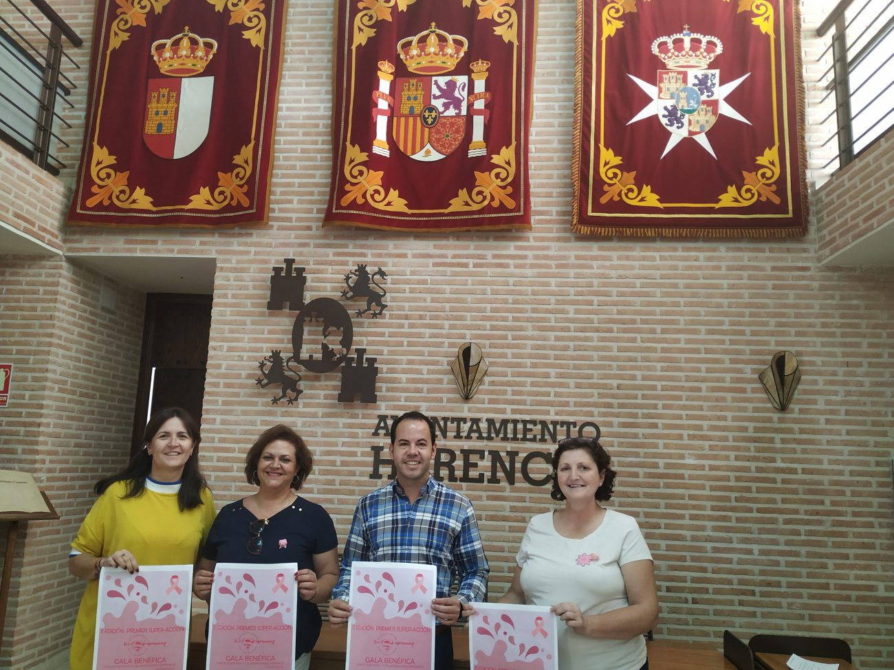 El colectivo Supernenas premia al Ayuntamiento por su colaboración en la lucha contra el cánce - El colectivo Supernenas premia al Ayuntamiento por su colaboración en la lucha contra el cánce