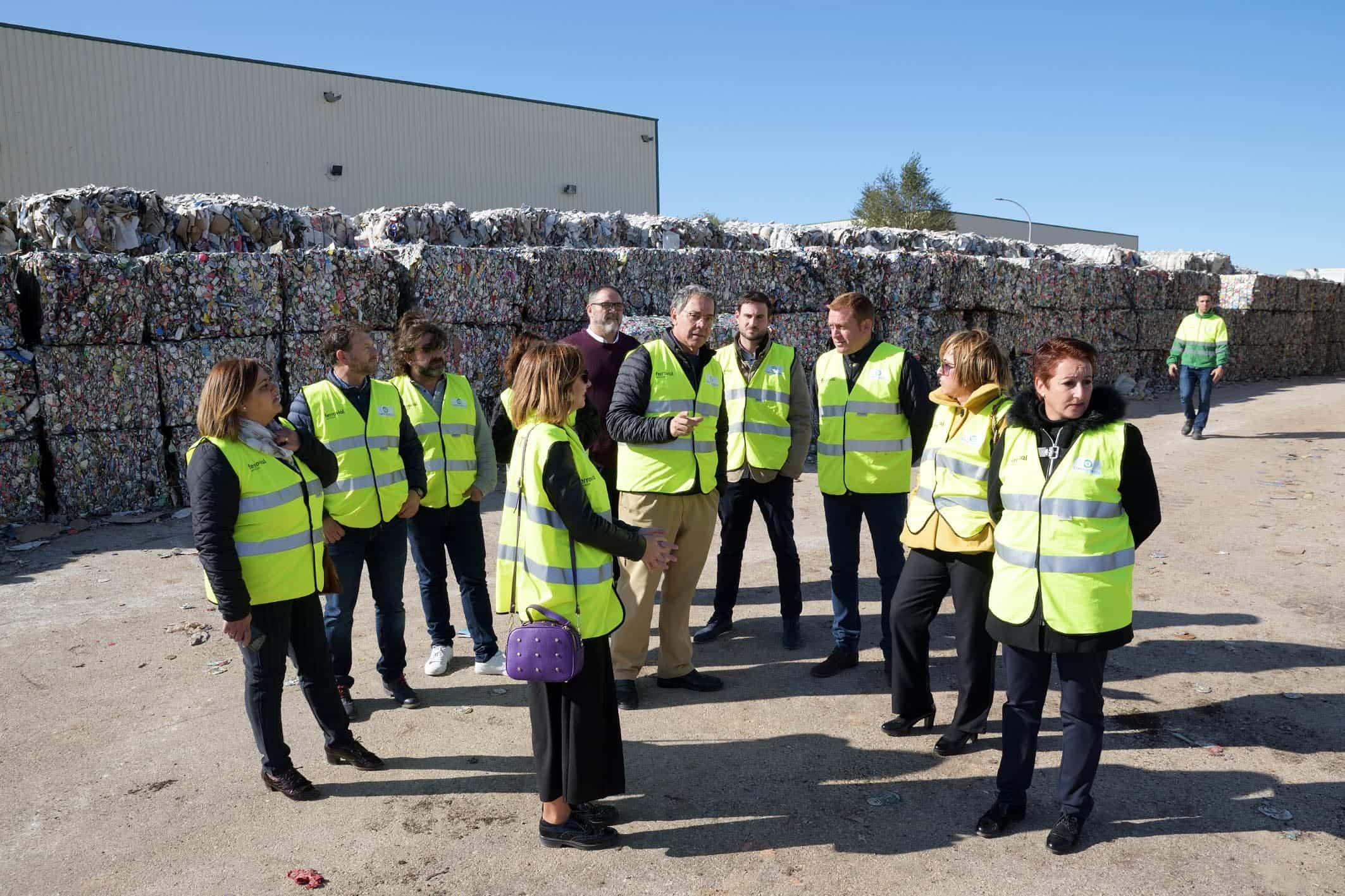 La Corporación de Comsermancha visita la planta de RSU 10