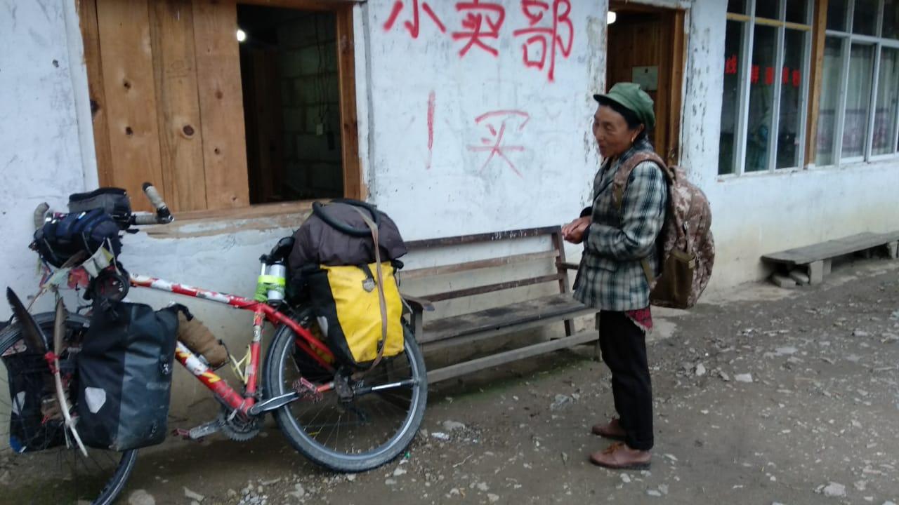 Elías Escribano llega a Laos tras estar ingresado en un hospital chino 45
