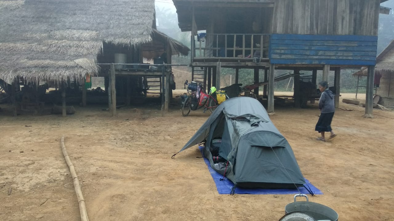Elías Escribano llega a Laos tras estar ingresado en un hospital chino 46