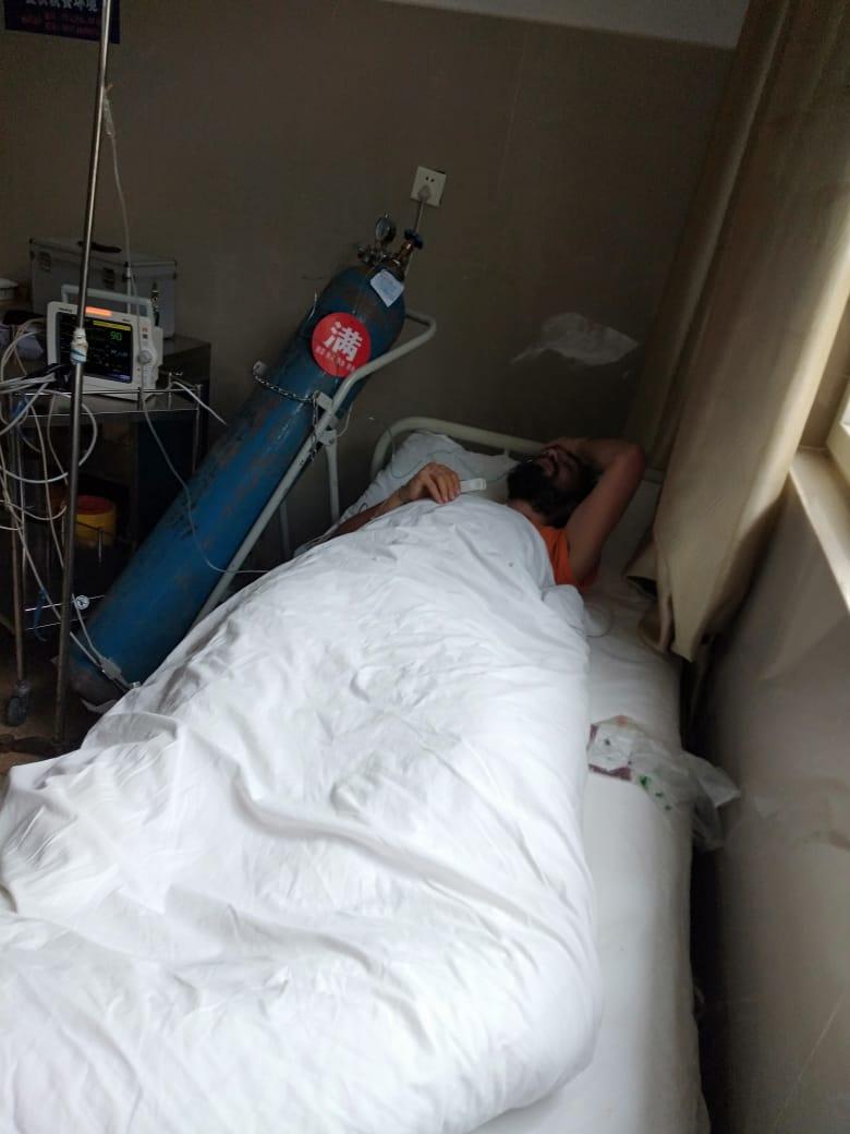 Elías Escribano llega a Laos tras estar ingresado en un hospital chino 39