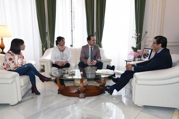 El alcalde y concejales de Herencia se reunen con el presidente de la diputación - El alcalde de Herencia marca como prioridades el arreglo de la piscina y la ejecución de la Ronda de Mirasierra