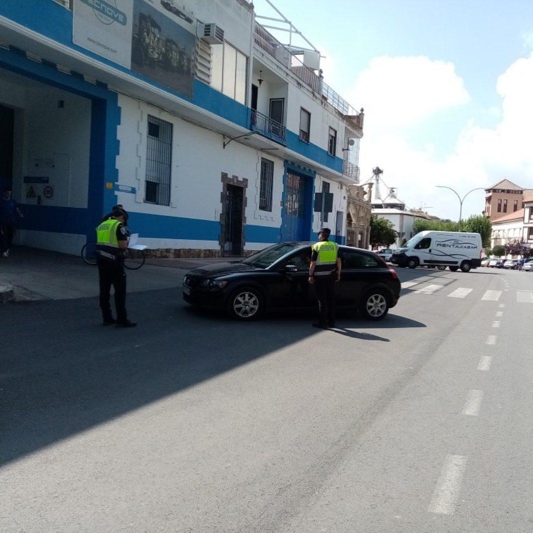 controles policia local herencia 1068x1068 - Campaña de control de distracciones al volante en Herencia