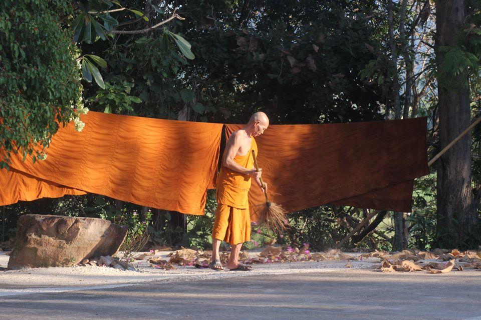 Elías Escribano en Birmania por Navidad - Perlé desea FELIZ NAVIDAD a todos sus seguidoresdesde Birmania.