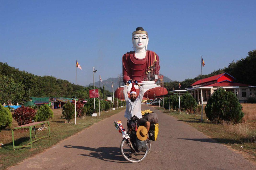 Elías Escribano en Birmania por Navidad03 1068x712 - Perlé desea FELIZ NAVIDAD a todos sus seguidoresdesde Birmania.
