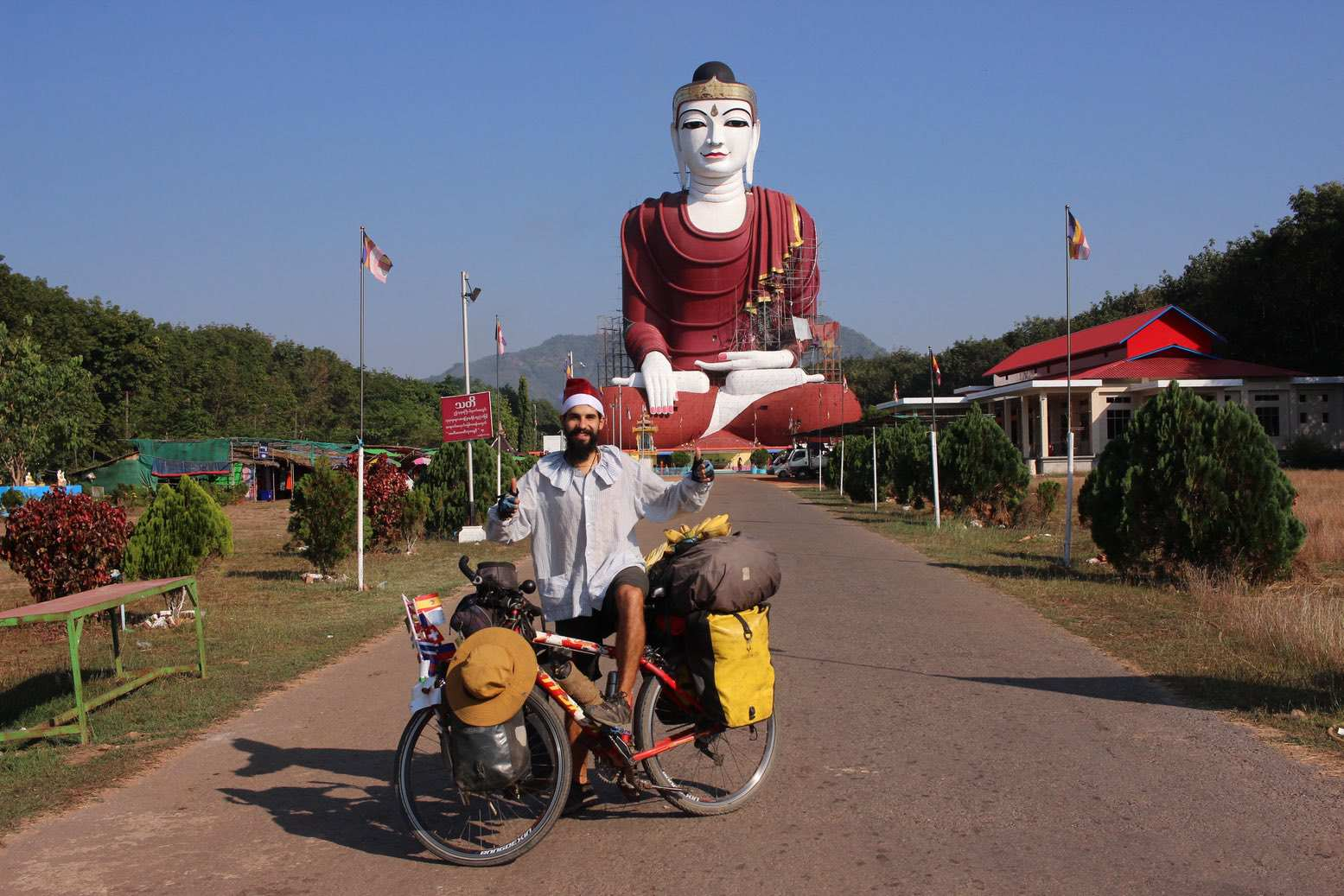 Elías Escribano en Birmania por Navidad04 - Perlé desea FELIZ NAVIDAD a todos sus seguidoresdesde Birmania.