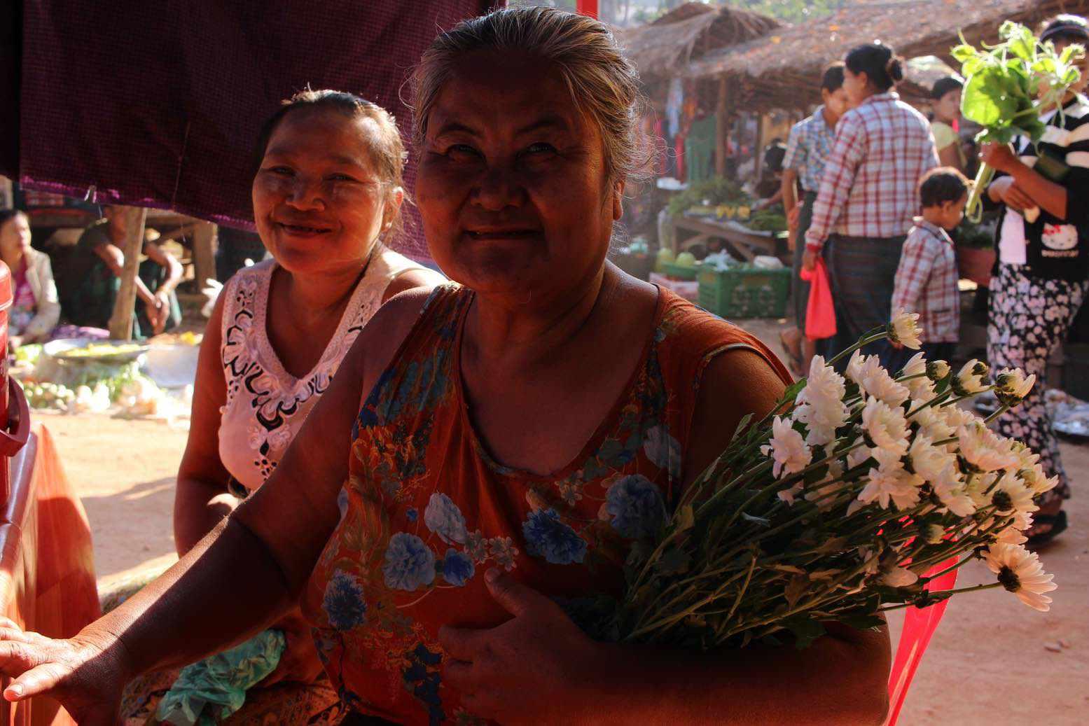Perlé desea FELIZ NAVIDAD a todos sus seguidoresdesde Birmania.  14