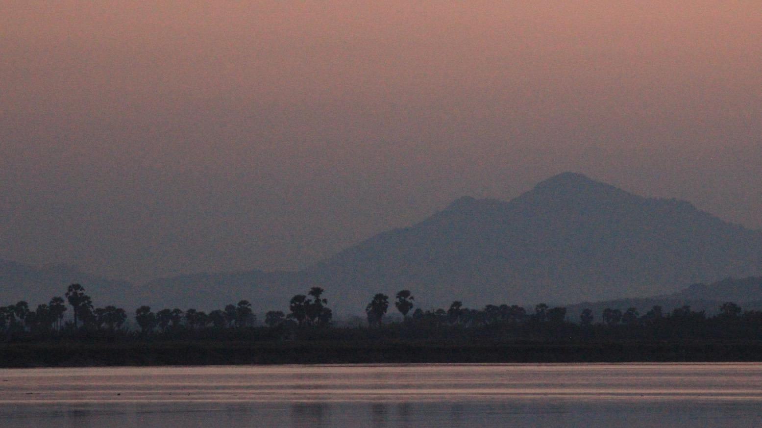 Elías Escribano en Birmania por Navidad06 - Perlé desea FELIZ NAVIDAD a todos sus seguidoresdesde Birmania.
