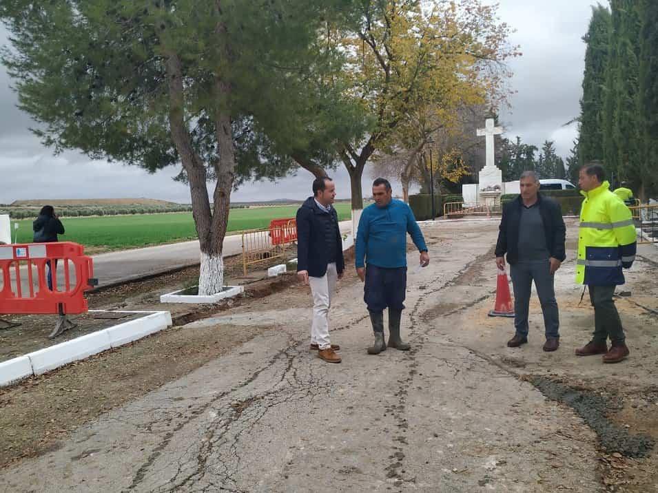 Obras en el paseo San Pedro Nolasco - Iniciadas las obras de mejora en el paseo de San Pedro Nolasco que conduce al cementerio