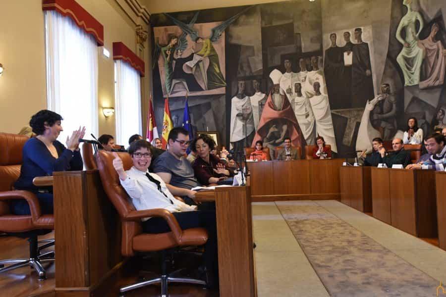 """Usuarios del Centro Ocupacional """"El Picazuelo"""" asisten al tradicional pleno reivindicativo en el Palacio Provincial 6"""