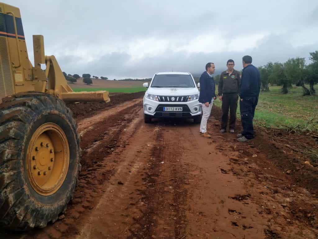 arreglo de caminos en Herencia - La campaña de arreglo de caminos del término municipal comienza su última fase del año