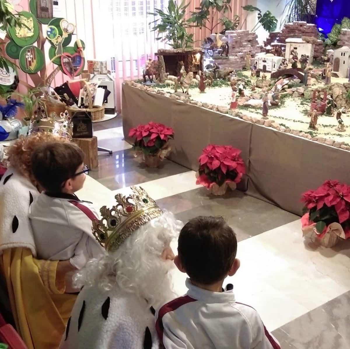 Los Reyes Magos de Oriente visitarón los colegios de Herencia 5