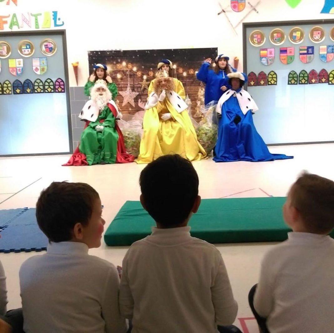 Los Reyes Magos de Oriente visitarón los colegios de Herencia 7