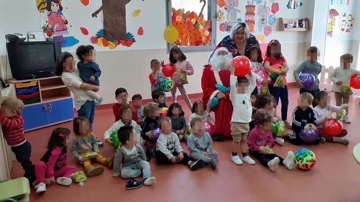 visita papa noel a ludoteca herencia - Papa Noel visitó la Ludoteca Municipal de Herencia