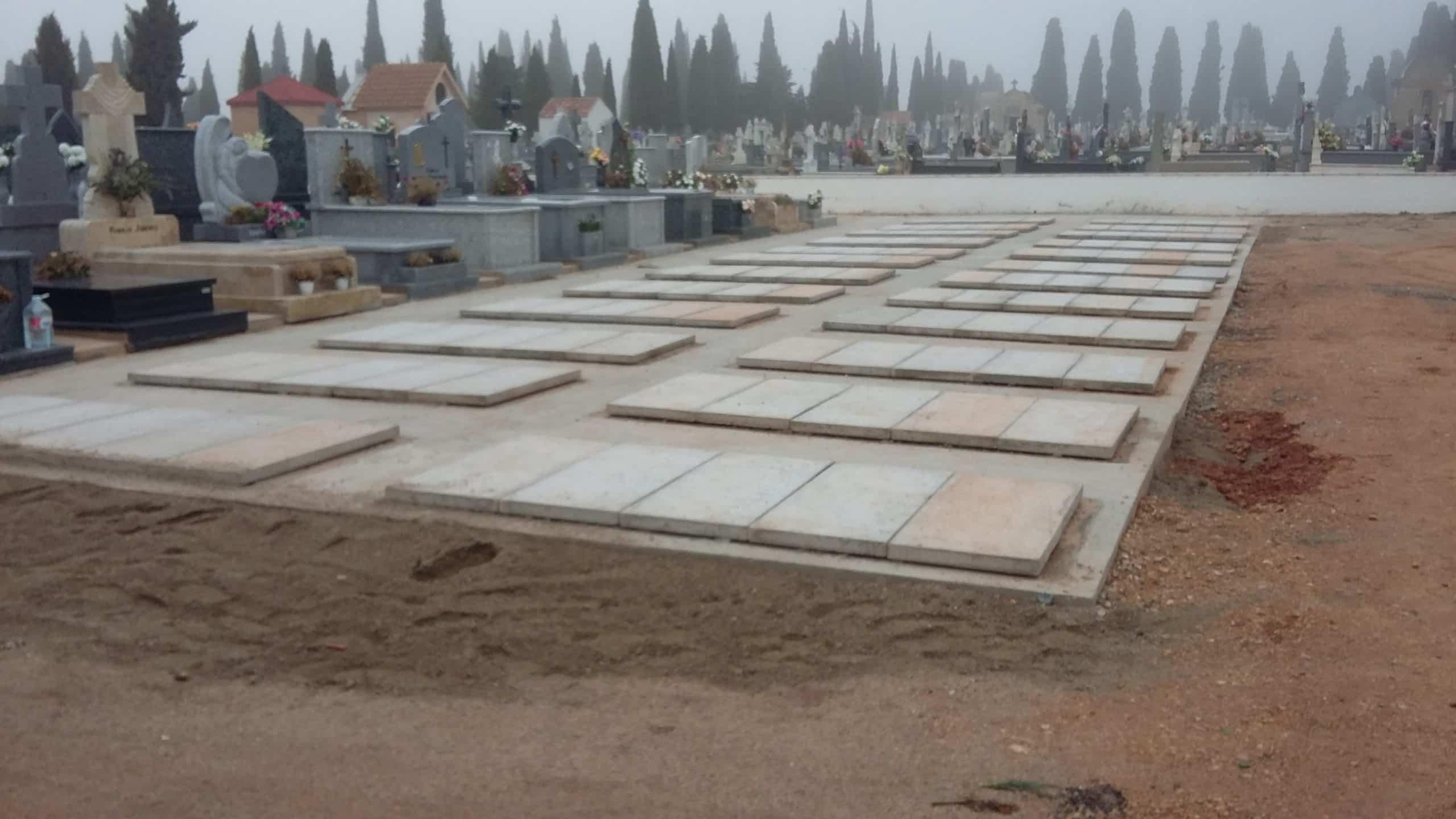Tubyder instala 24 nuevas fosas en el cementerio de Alcázar de San Juan 5