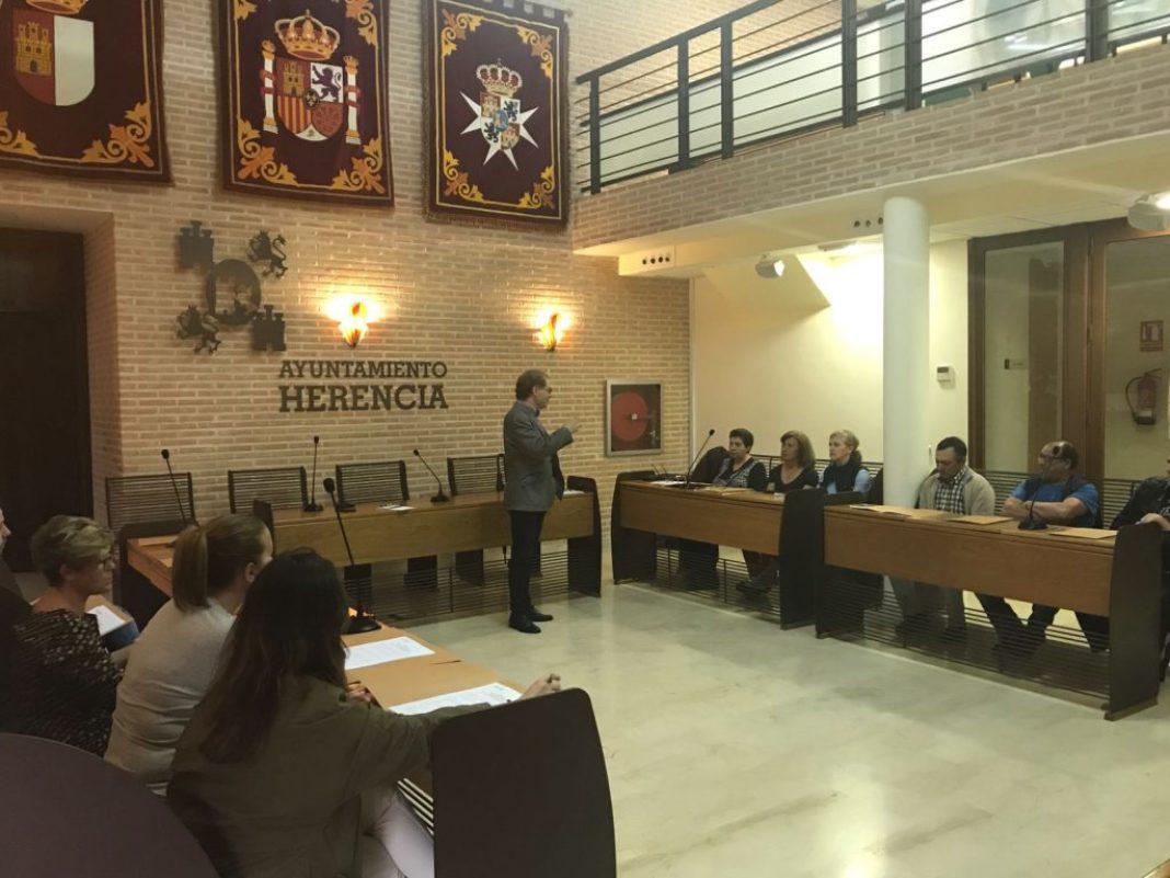 pleno vecinal presupuestos participativos 1068x801 - El Ayuntamiento de Herencia elaborará un nuevo presupuesto participativo a través de un pleno vecinal