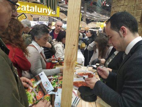 promoci%C3%B3n de la huerta de Herencia en Fitur2 457x343 - Herencia presentó parte de su potencial turístico en FITUR
