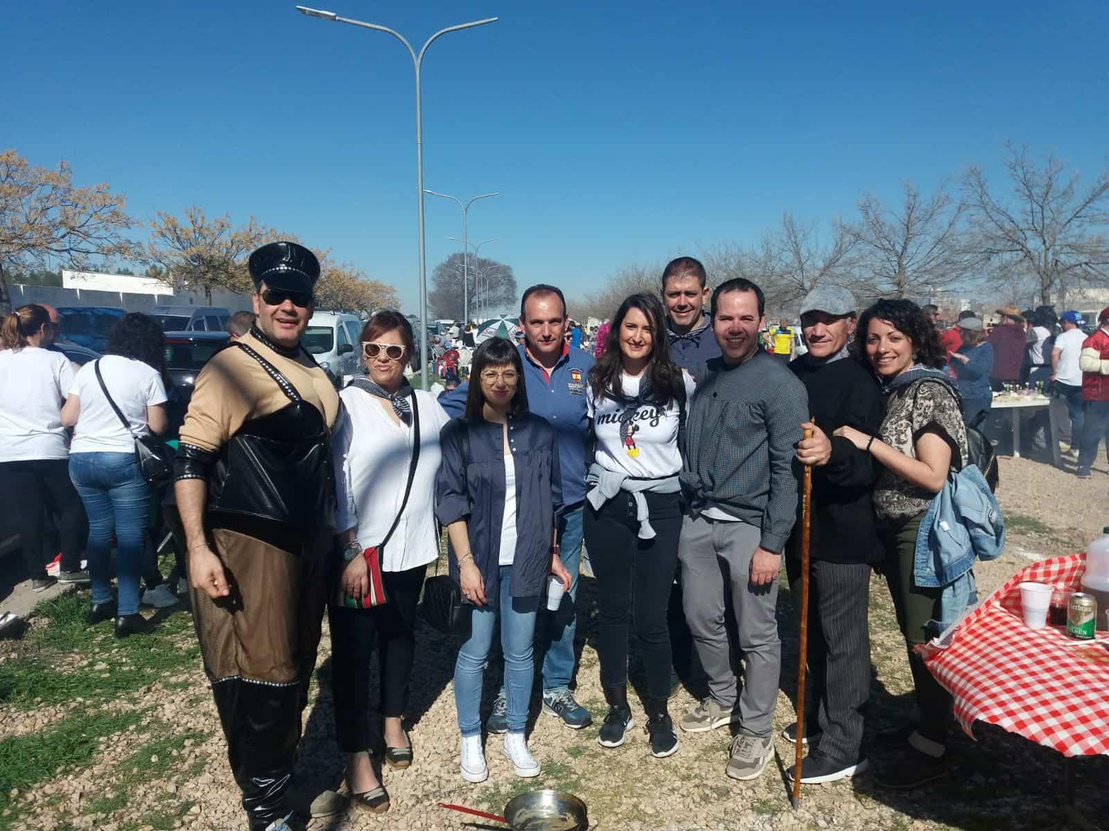 La diputada del PSOE, Cristina López, visitó el Carnaval de Herencia y a sus agricultores 5