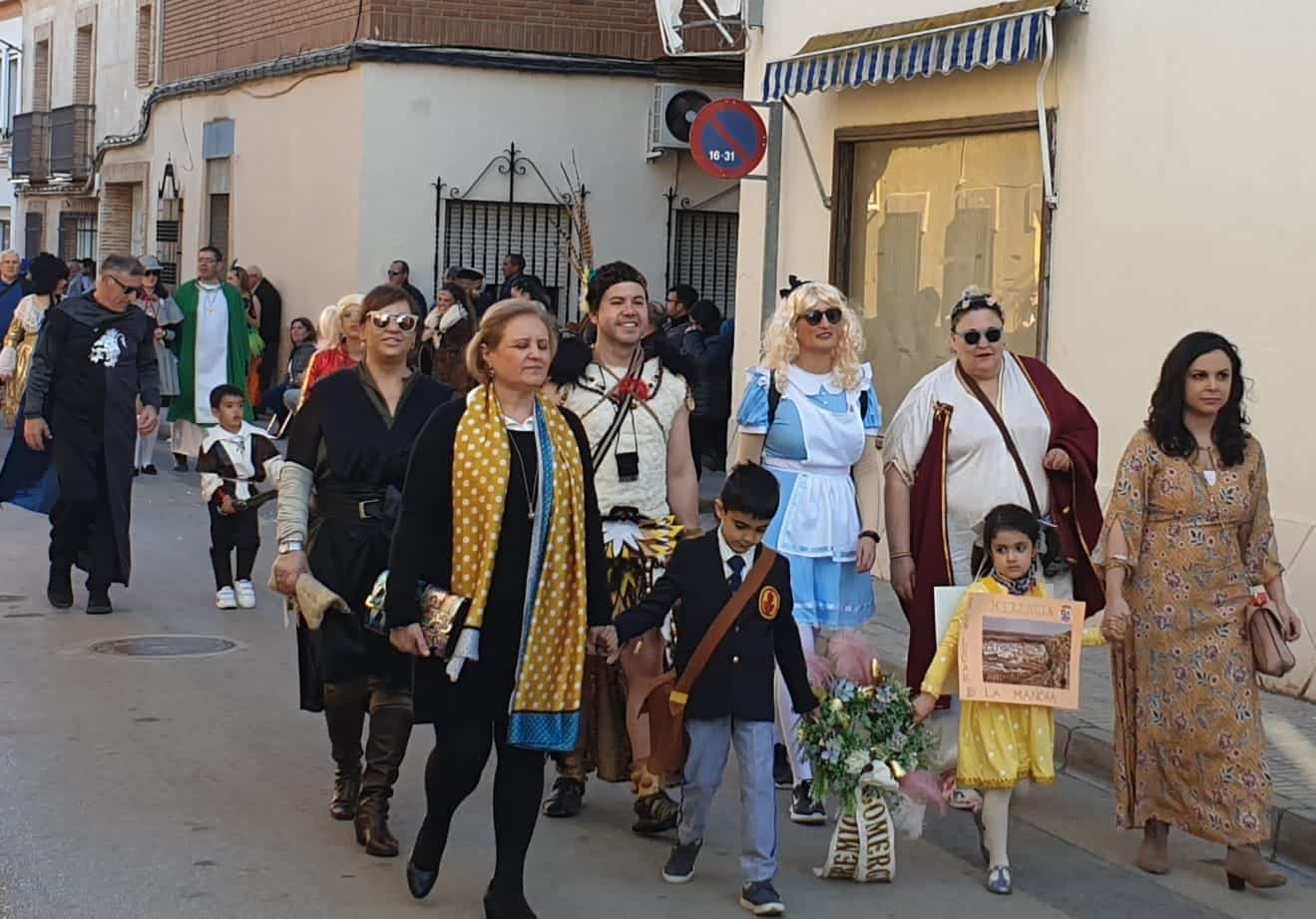 La diputada del PSOE, Cristina López, visitó el Carnaval de Herencia y a sus agricultores 6